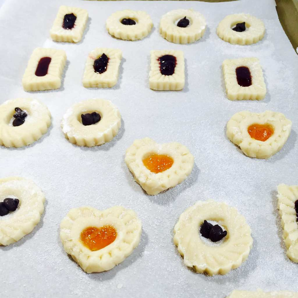 jam filled short bread cookies ready to be baked